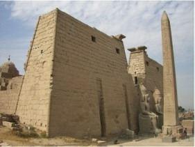 وصفان لفرعون موسى من القرآن الكريم