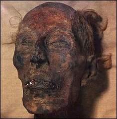 قصة اكتشاف جثة الفرعون
