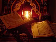 قصة ابن المقفع ومحاولة تقليد القرآن الكريم