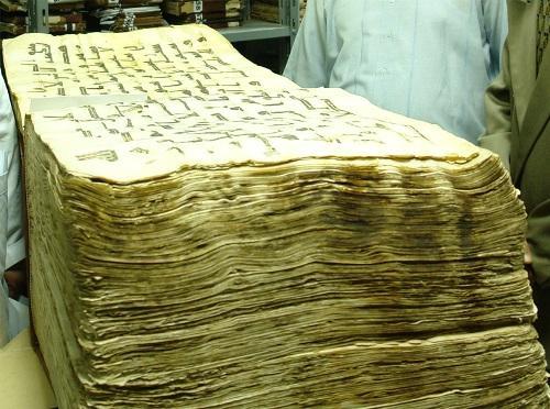 حفظ مخطوطات القرآن الكريم دراسة مقارنة مع مخطوطات أهل الكتاب