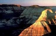 علاقة الماء بلون الصخور